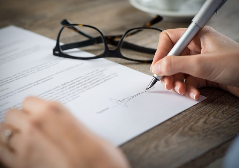before you sign the contract a checklist